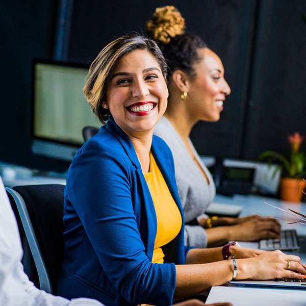 woman_smiling_at_the_desk